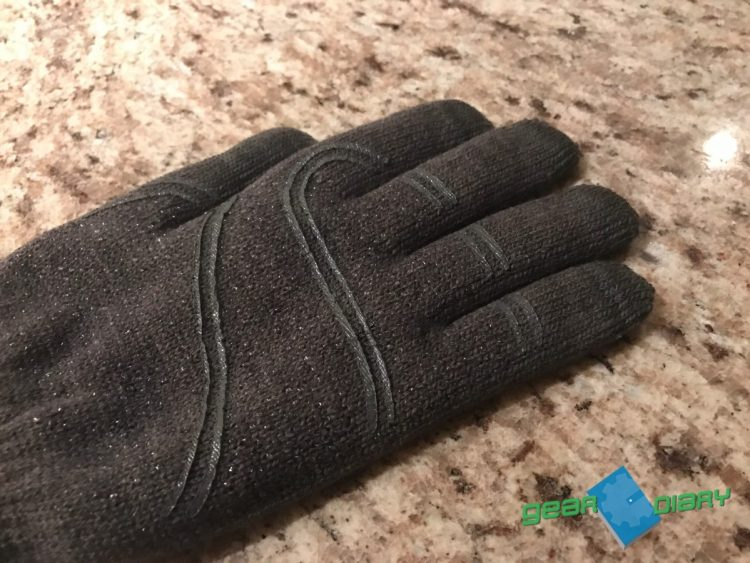 Stop Taking Off Your Gloves to Type This Winter with Moshi's Digits