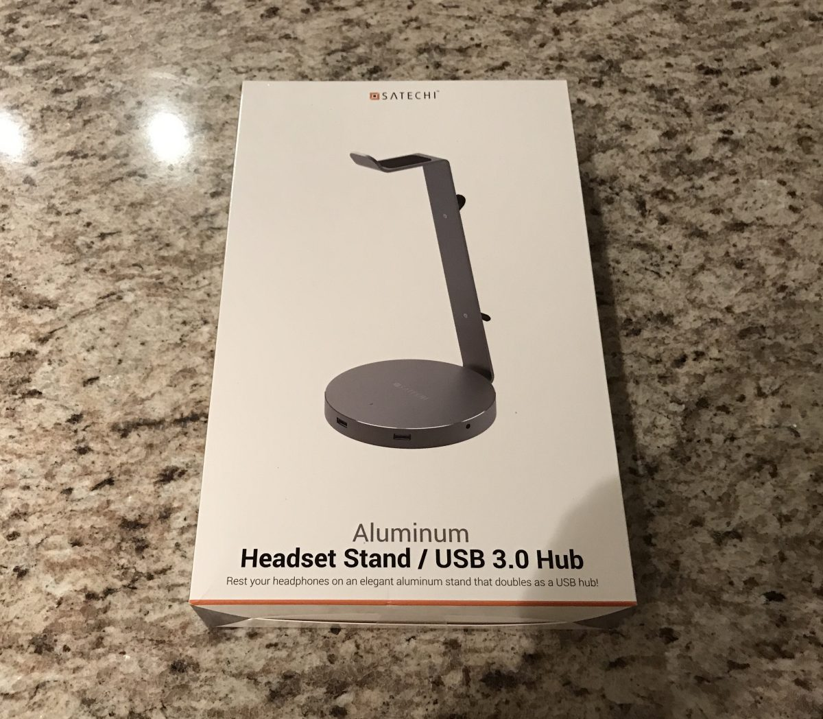 Satechi USB 3.0 Headphone Stand: A Place to Finally Sit, Charge & Display Your Headphones