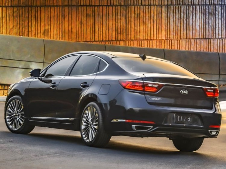 GearDiary 2017 Kia Cadenza is Big on What Matters Most in a Sedan