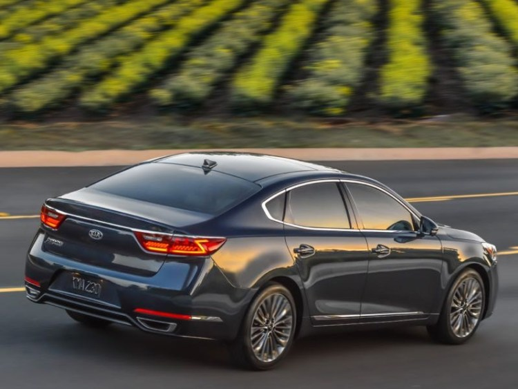 2017 Kia Cadenza is Big on What Matters Most in a Sedan  2017 Kia Cadenza is Big on What Matters Most in a Sedan