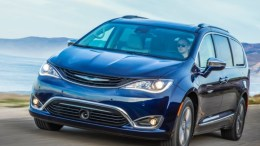 2017 Chrysler Pacifica Hybrid Minivan Is Electrifying