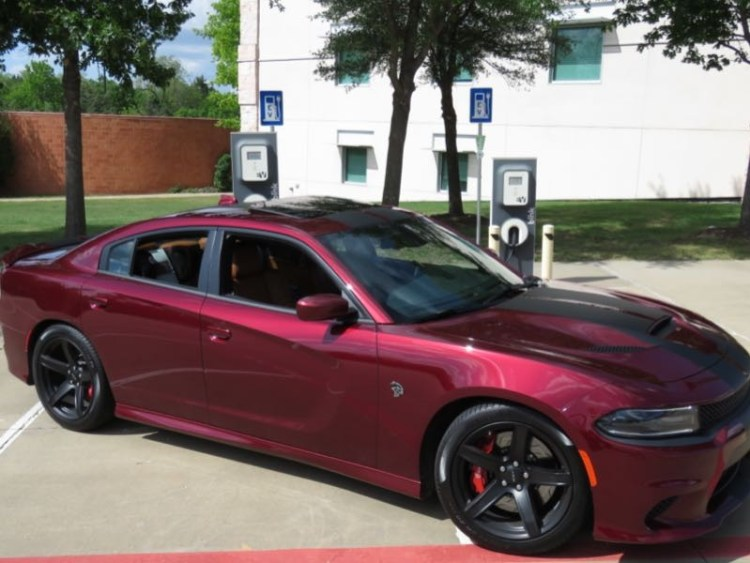 2017 dodge charger srt hellcat is the baddest cat with four doors geardiary. Black Bedroom Furniture Sets. Home Design Ideas