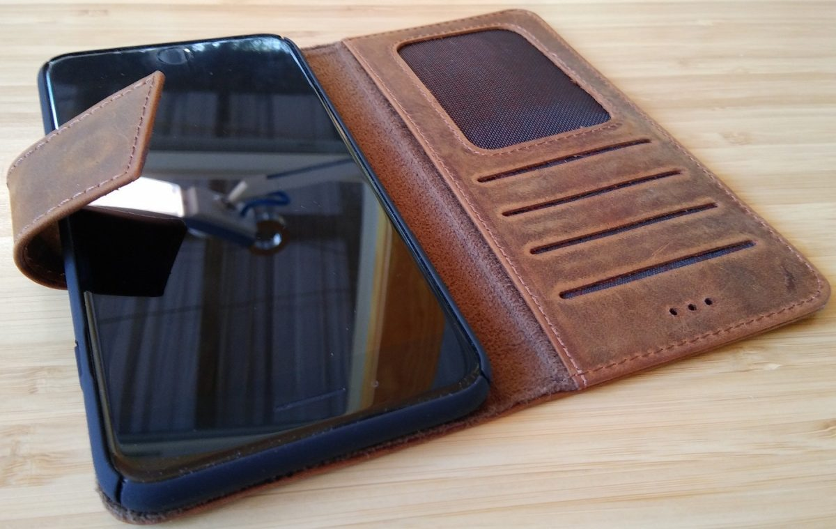 GearDiary Galen Leather: Luxurious Accessories for Your Electronic Devices