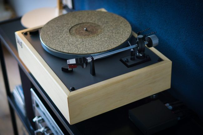 The Complete Noob's Guide to Choosing a Turntable
