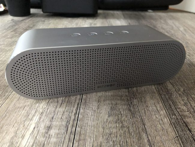 GearDiary The Blitzwolf BW-AS1 Aluminum Alloy Bluetooth Speaker Is a Great Poolside Addition for Your Summer