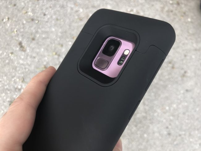 These Are the Two Accessories Every Galaxy S9/S9+ Owner Needs to Own