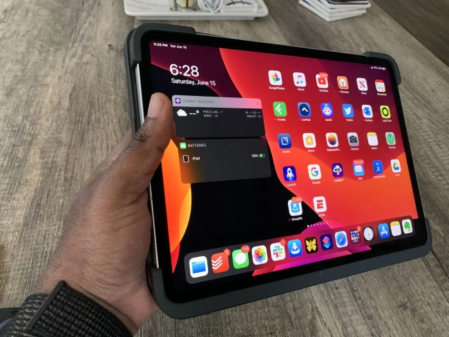 Logitech Slim Folio Is What Will Make Your iPad Pro a MacBook Replacement