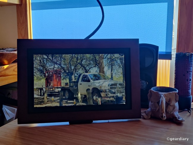 Brookstone PhotoShare Smart Digital Photo Frame Review
