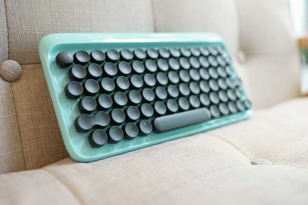 lofree: Typewriter-Inspired Mechanical Keyboard
