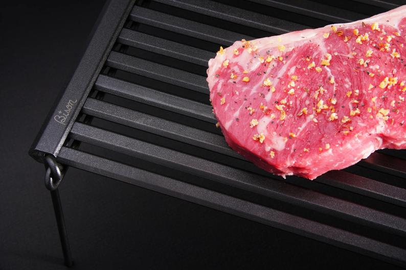"""This Ingenious """"Rolling Grill"""" Rolls Up When Not In Use"""