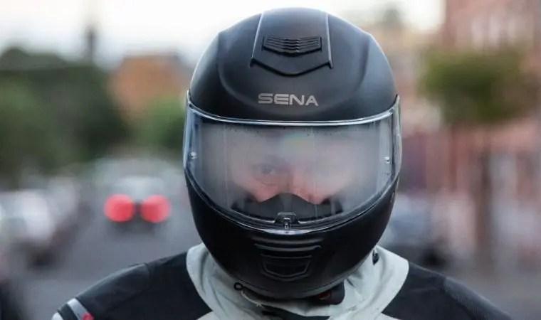 how to stop helmet visor fogging