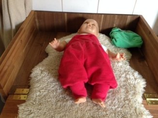 Fertig fürs Wickeln, Probewickeln mit Puppe