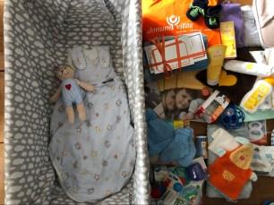 Die Babybox neben Inhalt