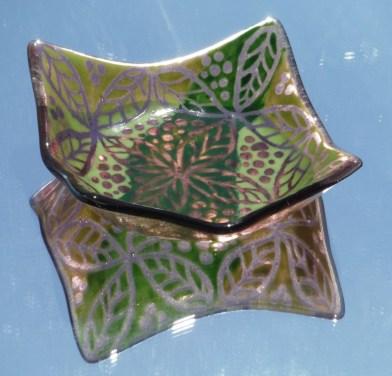 pp27-plum-w-green-leaf-dish