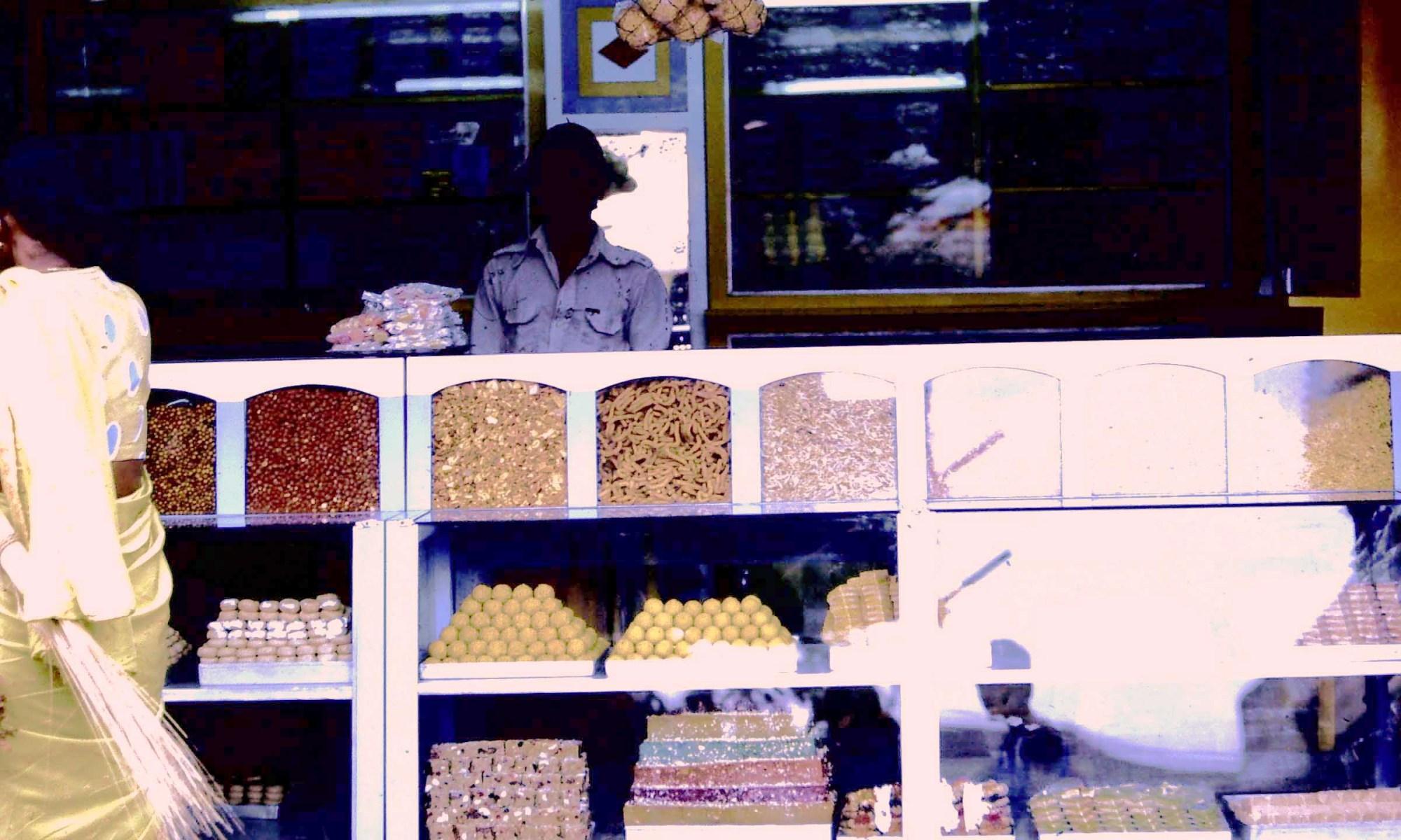 Süssigkeiten Indien 1983 (c) Corinne I. Heitz