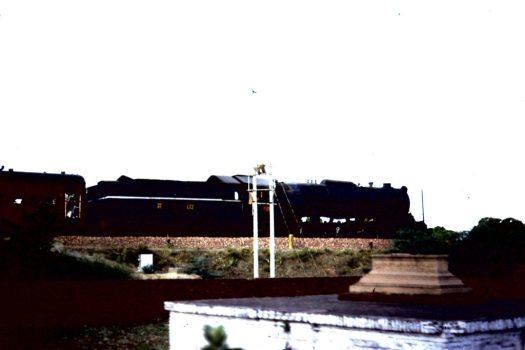 Unterwegs, Zug mit Verbrennungsstätte (c) 1983 Corinne I. Heitz