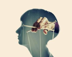 Manipulationstechniken erkennen - Marionettenspieler im Kopf