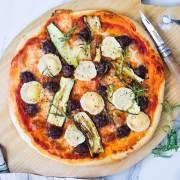 Pizza med krydret oksekød, squash og gedeost
