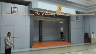panggung permanen sangat kecil PU Injoko gedung pernikahan surabaya