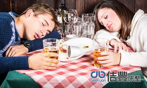 睡前飲酒不能過量