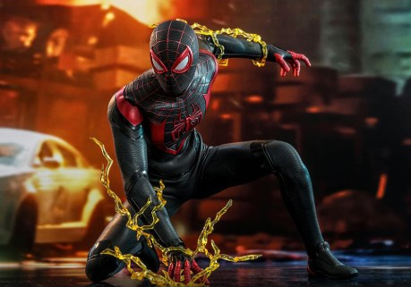 marvels-spider-man-miles-morales-hot-toys-figurine-2