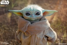 the-child_star-wars_baby-yoda-statuette-2
