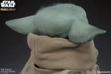 the-child_star-wars_baby-yoda-statuette-8