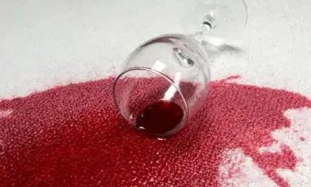 kako-ukloniti-mrlju-crnog-vina