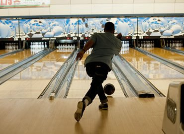kako-bowling-odabir-bacanje-kugle