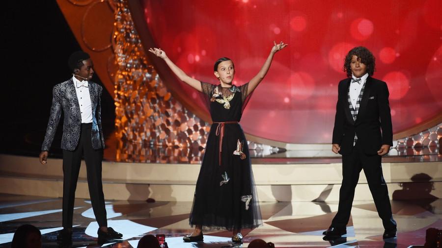I ragazzi di Stranger Things cantano Uptown Funk agli Emmy 2016