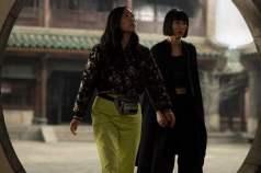 Katy (Awkwafina) and Xialing (Meng'er Zhang)