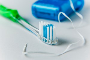 11.19-Holiday-Toothbrush-Travel-Tips-