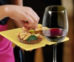 wine-holding-party-plates-640x533