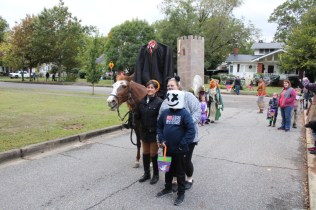Halloween At Glenwood Terrace 2019 (43)