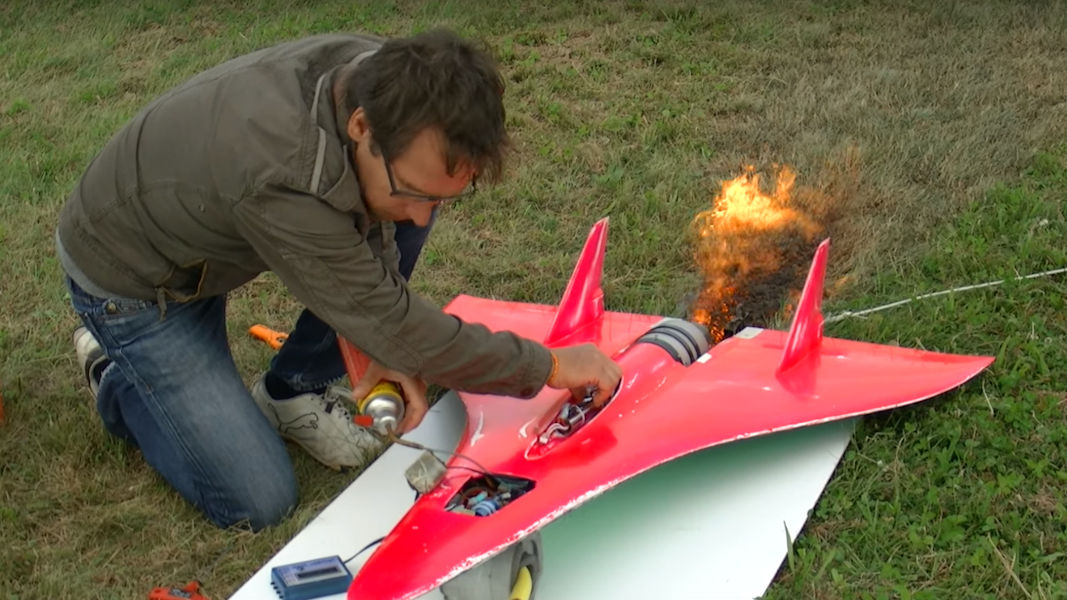 World's Fastest RC Plane Hits Speeds Up to 451 MPH