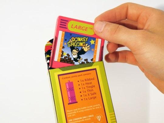 Boite de condom en gameboy avec cassette