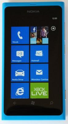 L'écran de démarrage (start screen) du Nokia Lumia 800