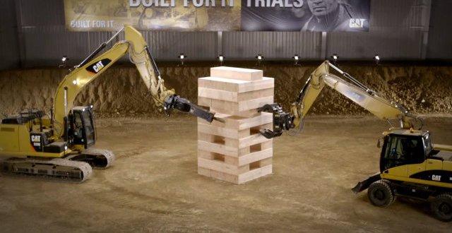Du Jenga géant avec des blocs de 600 livres
