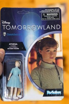 La figurine Athena de Tomorrowland - devant | Nerd Block Jr Girls Décembre 2015