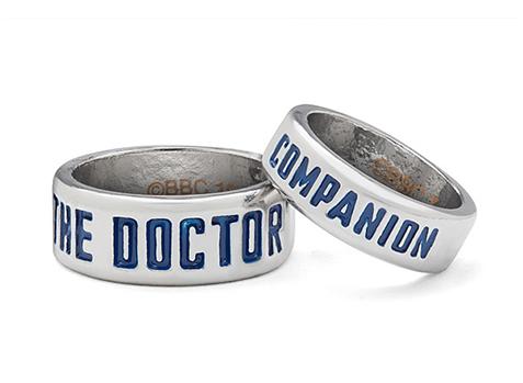 10 idées cadeaux pour les geeks amoureux - Bagues Doctor Who   via Thinkgeek