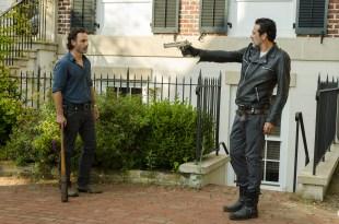 Negan (Jeffrey Dean Morgan), Rick Grimes (Andrew Lincoln) - The Walking Dead Saison 7 Épisode 4 - Photo: Gene Page/AMC