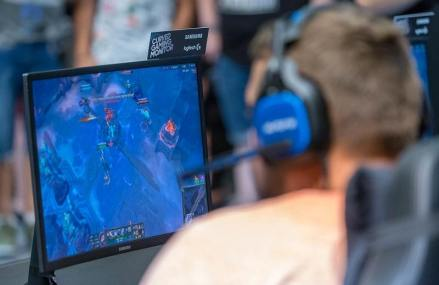 Best 27 Inch Gaming Monitors That You Can Buy Online In 2019