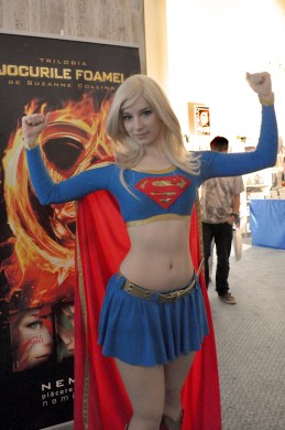 supergirl-cosplay-31