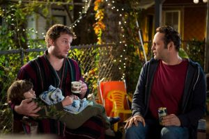 Brett (Chris Pratt) tries to convince David (Vince Vaughn) that fatherhood isn't what he thinks.