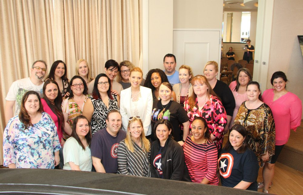 Scarlett Johansson with the group of bloggers