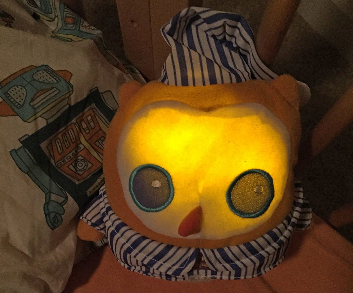 OK to Wake! Owl glows a soft yellow when it's not yet time to wake.
