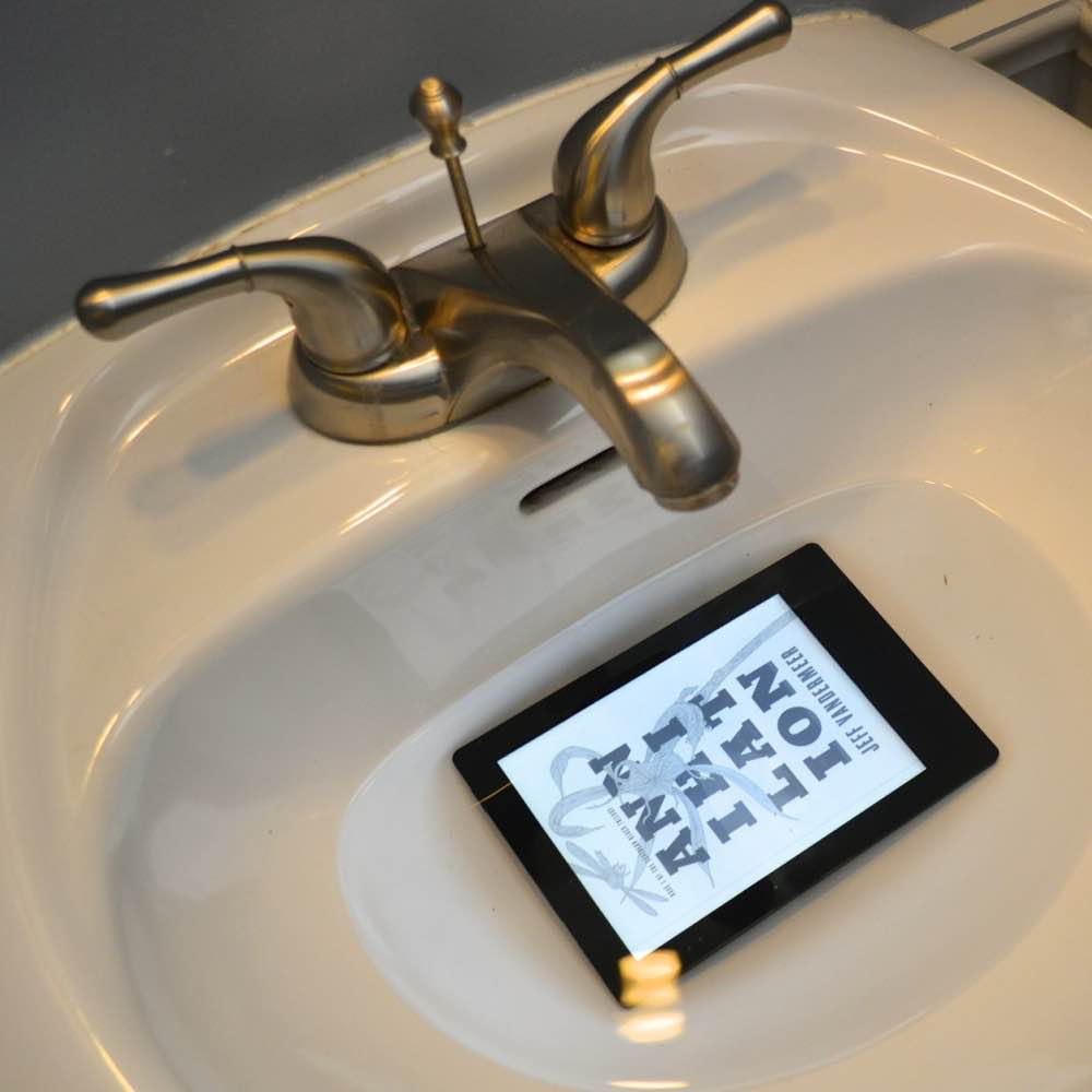 Kobo Aura H2O waterproof e-reader