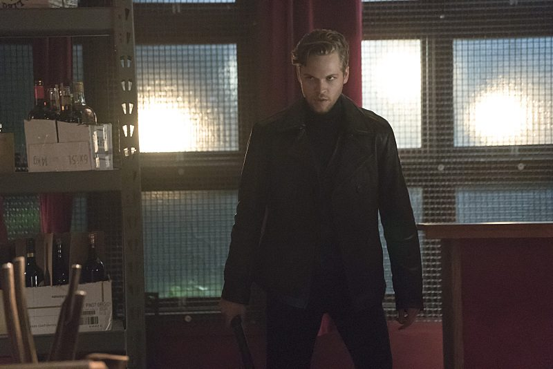 """Arrow -- """"The Candidate"""" -- Image AR402A_0256b -- Pictured: Alexander Calvert as Lonnie Machin -- Photo: Katie Yu /The CW -- �© 2015 The CW Network, LLC. All Rights Reserved."""