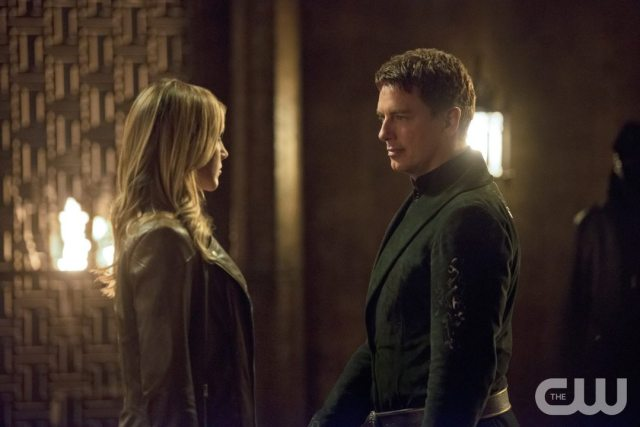 """Arrow -- """"Restoration"""" -- Image AR403B_0160b.jpg -- Pictured (L-R): Katie Cassidy as Laurel Lance and John Barrowman as Malcolm Merlyn -- Photo: Diyah Pera /The CW -- �© 2015 The CW Network, LLC. All Rights Reserved."""