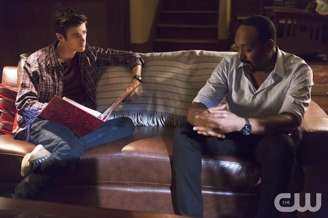 """The Flash -- """"Family of Rogues"""" -- Image FLA203a_0469b.jpg -- Pictured (L-R): Grant Gustin as Barry Allen and Jesse L. Martin as Detective Joe West -- Photo: Jeff Weddell/The CW -- �© 2015 The CW Network, LLC. All rights reserved."""